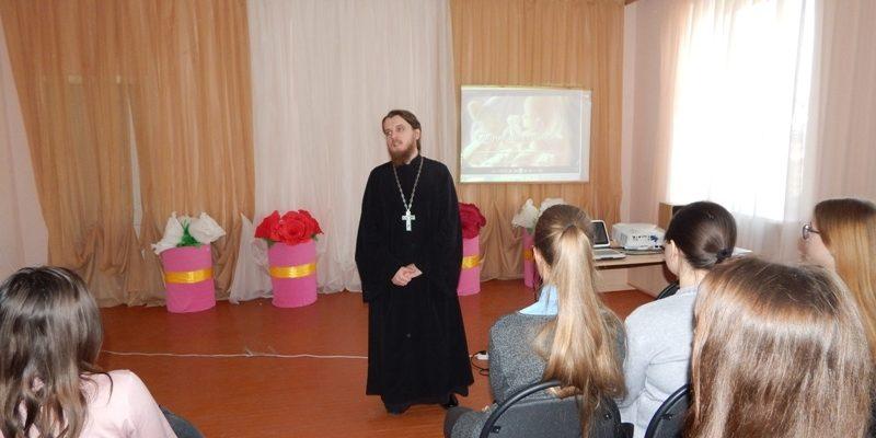 Священник провел беседу со школьниками о грехе аборта