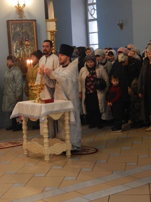 Благочинный Петровского округа иерей Сергий ПРОТАСОВ поздравляет верующих петровчан с праздником Крещения Господня